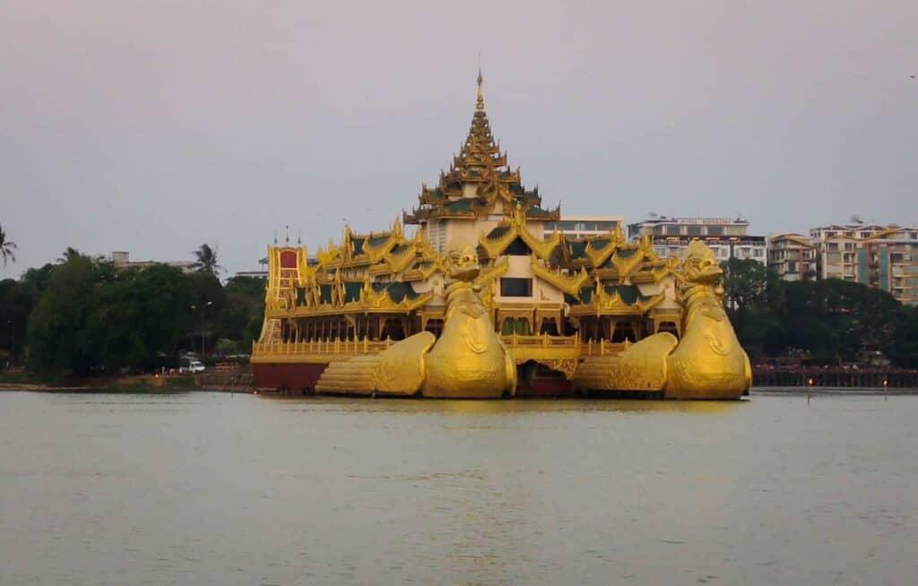 Karaweik, Yangon